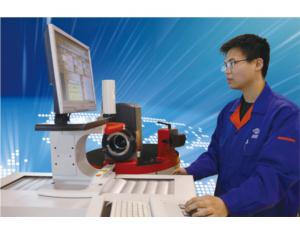 Workers of Harbin Measuring & Cutting Tool Group Co.,Ltd.Operating Horizontal Tool Presett