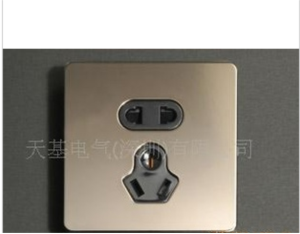 Space-based aristocrat series 10 A five hole electrical outlet